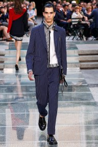 Versace 2018 SS Men's Stripe Suit - Vogue - Indigital t.v.