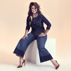 Dark Denim Collection - Ashley Graham For Marina Rinaldi - Plus Size Goddes - Wide Leg - Spring/Summer 2018 - Curvy Fashionista