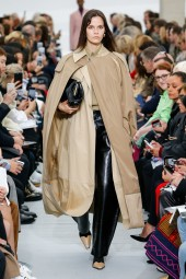 Trench - SS 18 Celine Women's Collection Vogue - Indigital t.v.