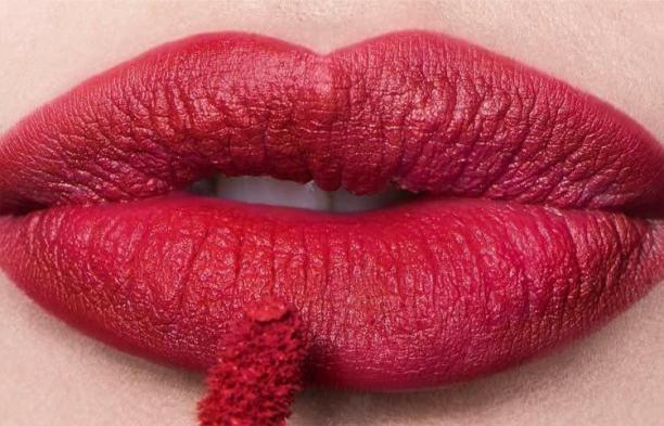 SS18 Trend - Curvaceous Red - Lip Powder Cream - yonique.com